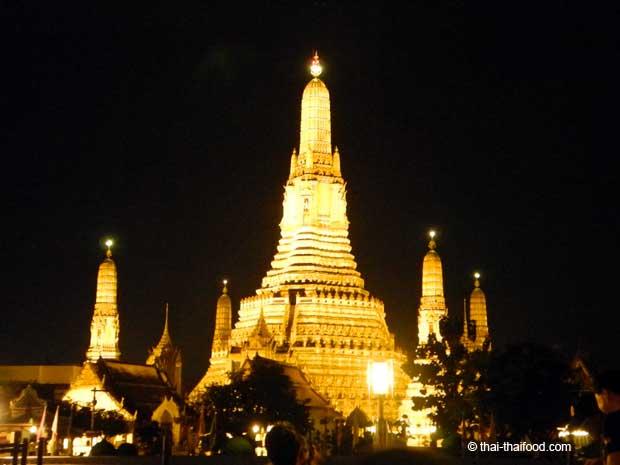 Wat Arun zentraler Prang mit vier kleinen Prangs