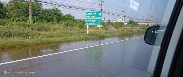 Flutwasser auf der Autobahn