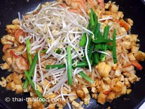 Pad Thai Rezept mit Schnittlauch und Mungobohnensprossen