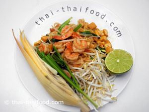 Pad Thai mit Bananenblüte