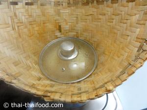 Klebreis kochen im Dampfkörbchen