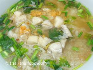 Thailändische Fischsuppe Khao Tom Pla