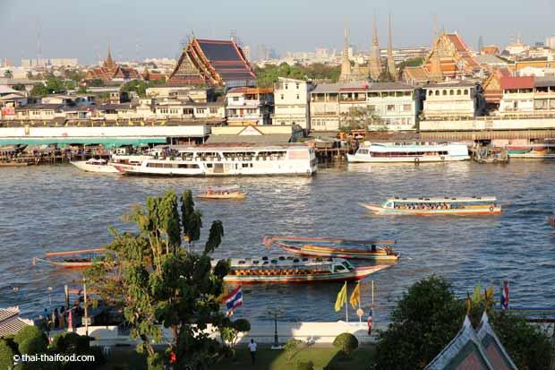 Ganz oben auf dem Wat Arun - Aussicht auf den Königspalast