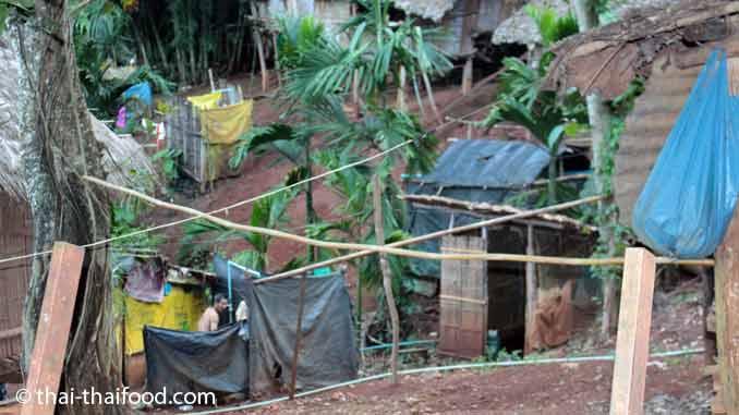 Dusche und Toilette im Padaung Karen Dorf