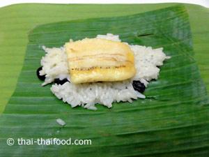 Klebreis Dessert im Bananenblatt