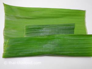 Bananenblätter falten