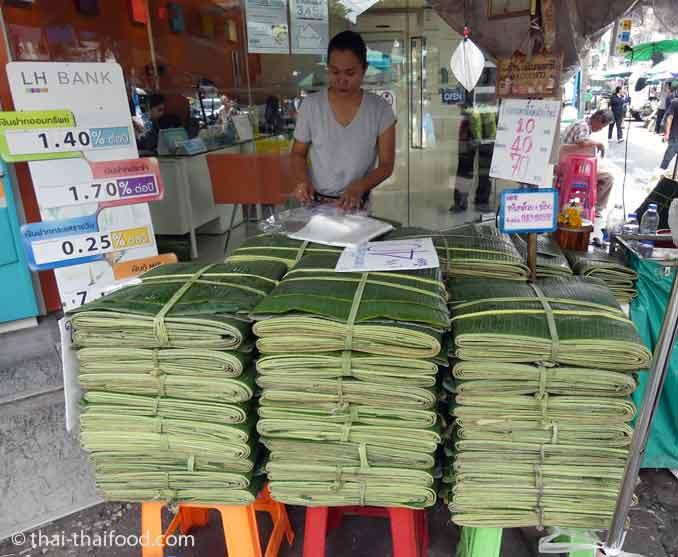 Bananenblätter Verkauf auf dem Blumenmarkt Bangkok