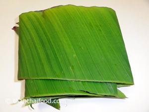 Bananenblätter zuschneiden