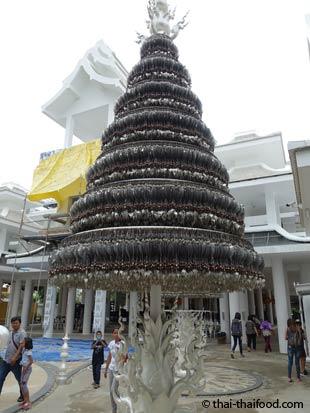 Business und Kunst im weißen Tempel in Chiang Rai
