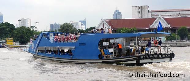 Blaue Express Boot Linie auf dem Chao Phraya