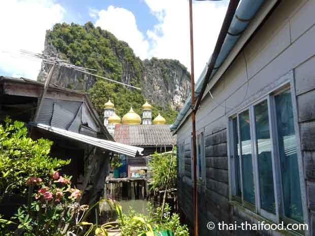 Blick auf die Koh Panyee Moschee