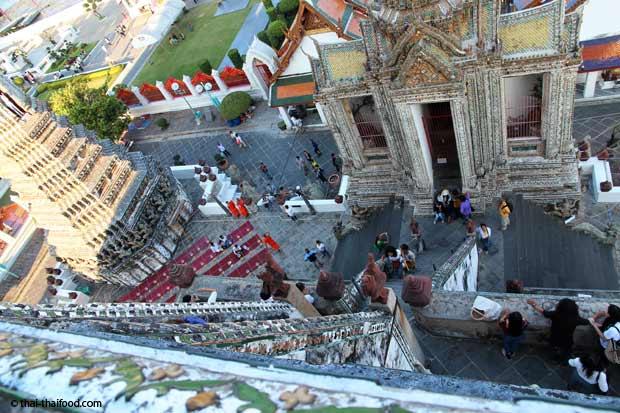 Blick vom Wat Arun auf den Innenhof des zentralen Prang