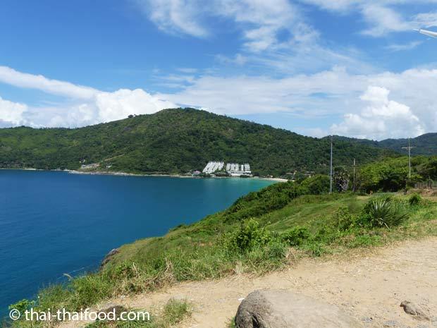 Aussichtspunkt mit Aussicht zum Nai Harn Beach
