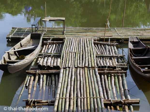 Bootssteg aus Bambusrohren