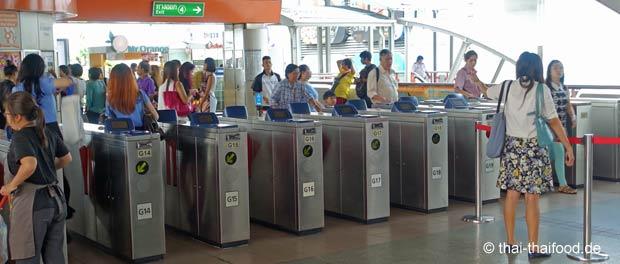 Eingangssperren für Tickets an einer BTS Station