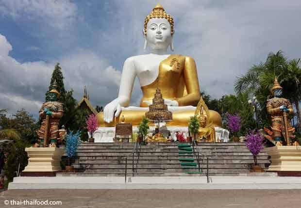 Buddha Statue im Tempel des goldenen Berges