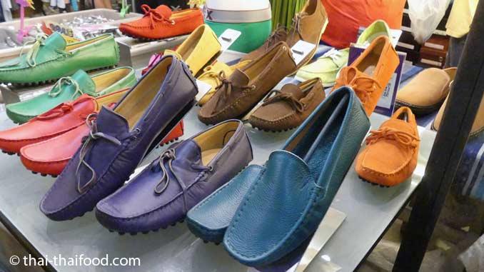 Bunte Schuhe in Thailand kaufen