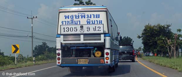 Bus in Thailand lässt Motor kühlen