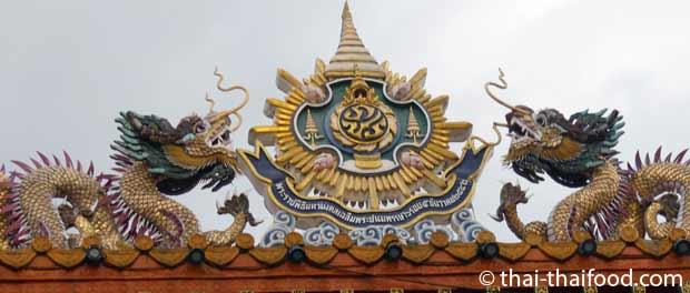 Chinesische Drachen auf dem Tor