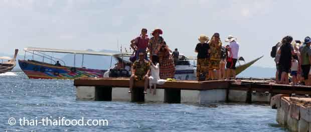 Chinesische Touristen auf Tour in Koh Panyi