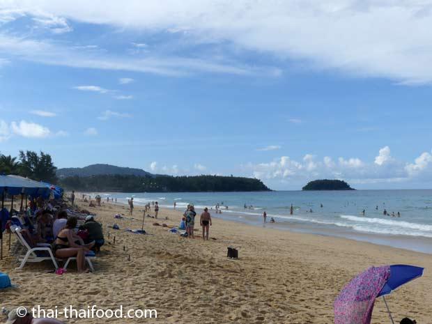 Der Karon Strand ist lang und breit