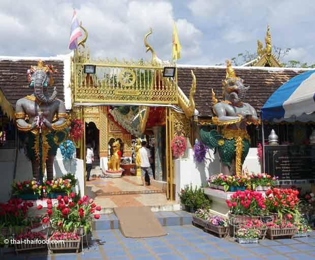Eingang Wat Phra That Doi Kham
