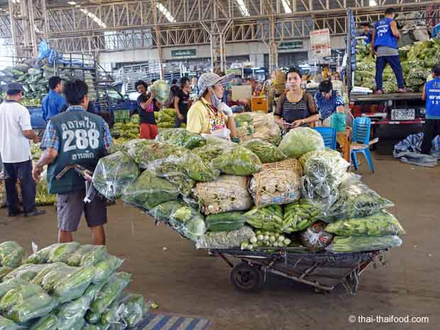 Einkaufen auf dem Talat Thai Markt