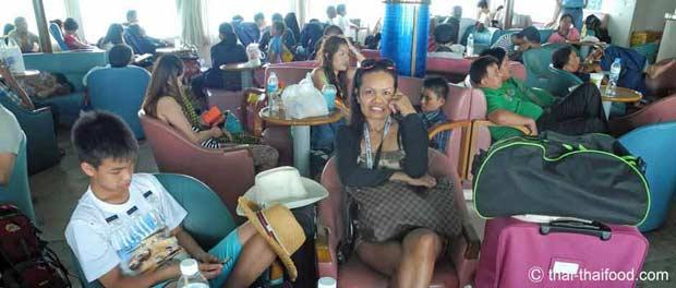 Passagiere auf der Fähre nach Koh Samui