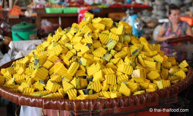 Gewürfelter Fak Thong Thai Kürbis