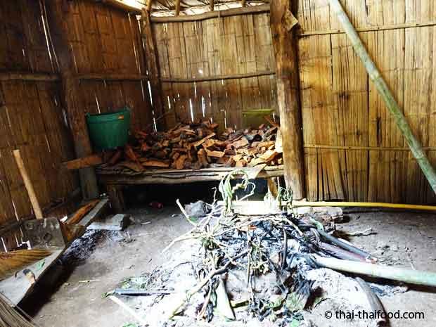Feuerstelle im Haus der Hmong