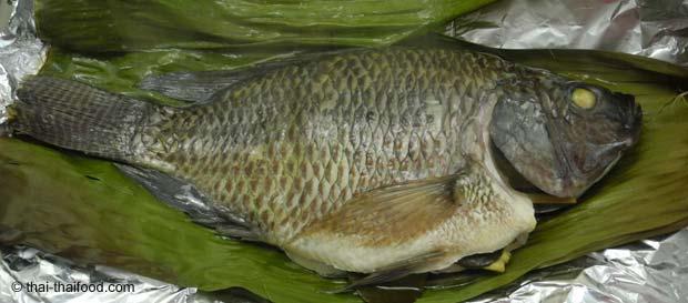 Fisch dünsten im Bananenblett