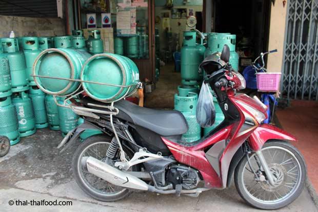 Gasflaschentransport auf der Straße
