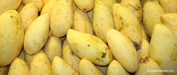 Gelbe reife Mangos