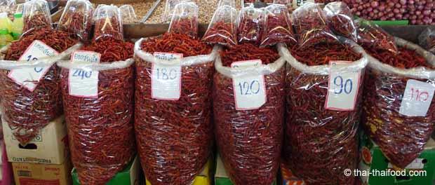 getrocknete Thai Chilis in unterschiedlichen Qualitäten