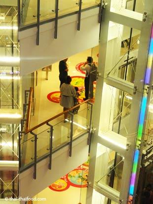 Gläserne Aufzüge Bangkok