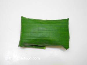Grüne Bananenblattpäckchen