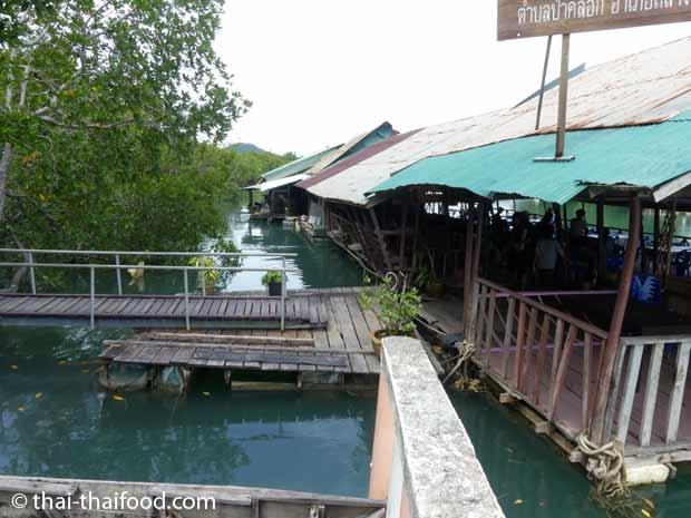 Schwimmendes Thai Restaurant beim Bang Rong Pier Phuket