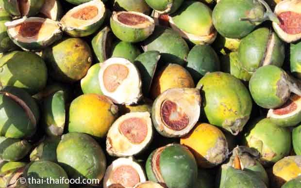 Auf Thai Märkten kann man Betelnüsse kaufen