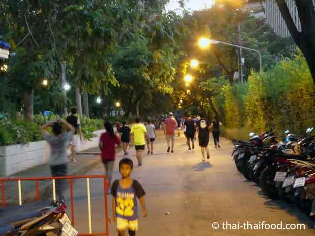 Im Benchasiri Park Joggen