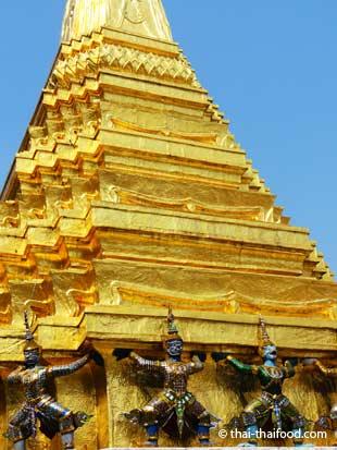 Karyatide an der Gold-Chedi
