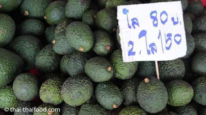 Avocado Verkauf auf dem Thai Markt