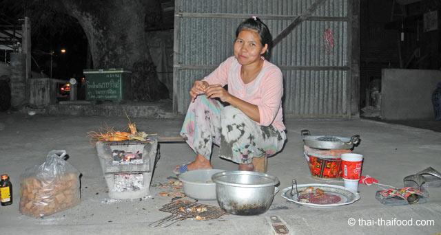 in Thailand isst man auf dem Boden