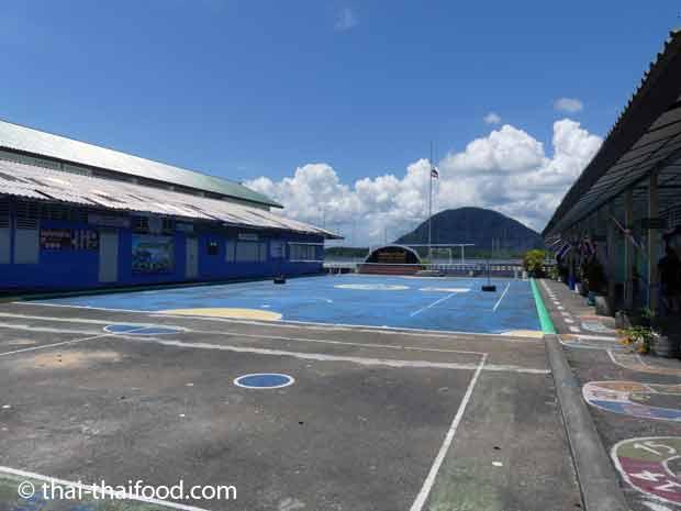 Koh Panyee Schule