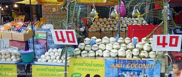 Man sollte in Thailand viel Kokoswasser trinken
