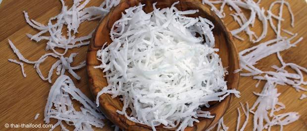 Kokosraspel hergestellt mit einem Kokosnuss Haushaltsraspler