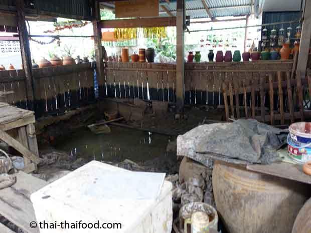 Thailändische Lehmgrube Koh Kret mit Töpferwerkstatt
