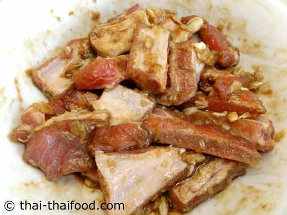 marinierte Schweinerippchen mit Gewürzen