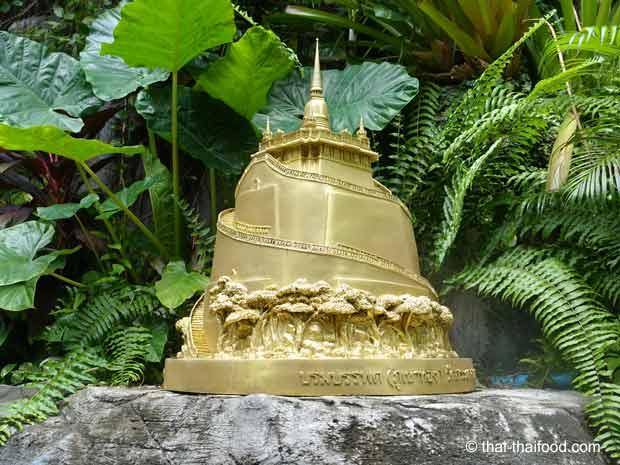 Miniatur goldener Berg in Bangkok