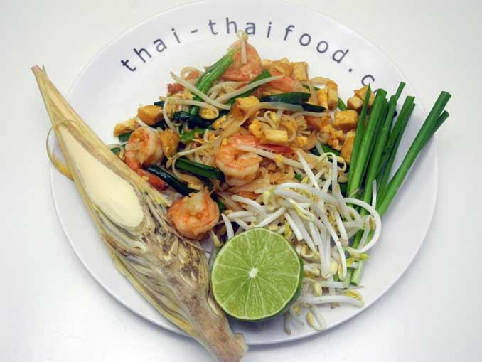 Bananenblüte als Beilage zu Pad Thai