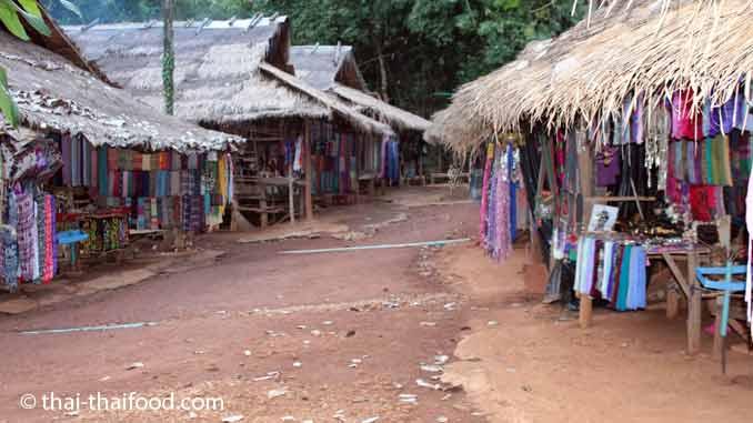Padaung Karen Strasse im Dorf